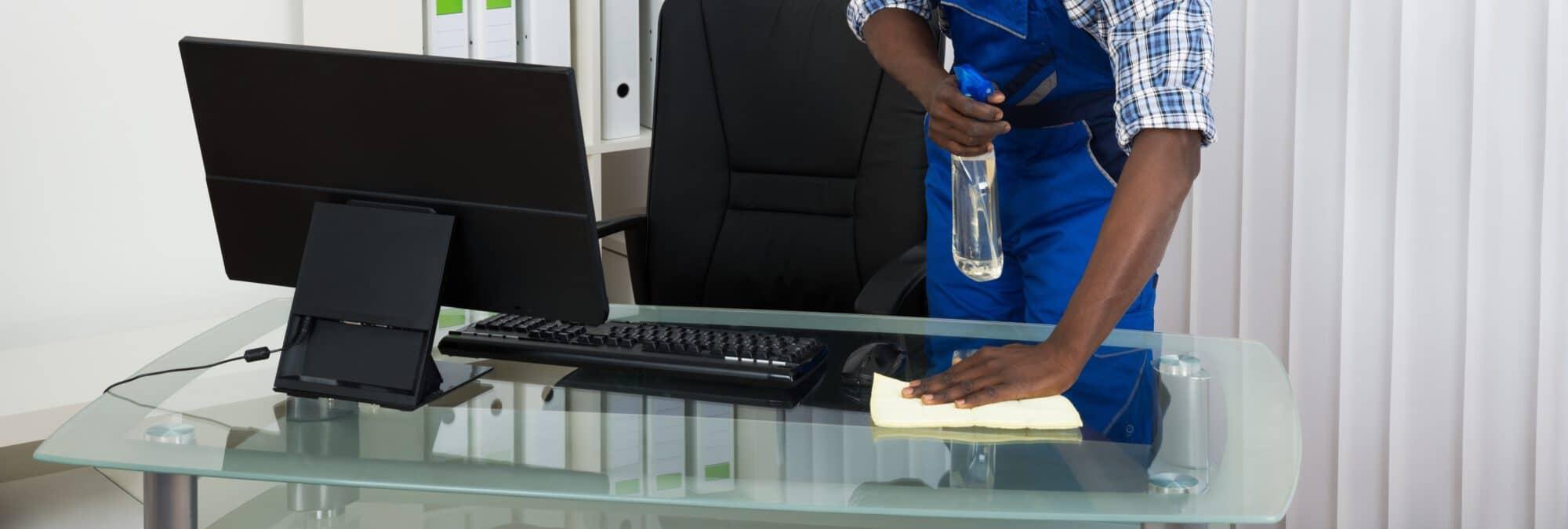 Entretien des vitres et surfaces